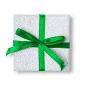 Huidige doos met lint geïsoleerd op witte achtergrond. — Stockfoto