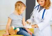 Doctor vaccinating small redhead girl. — Photo