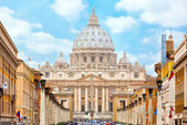 View at St. Peter's cathedral in Rome, Italy — Stock Photo