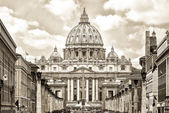 View at St. Peter's cathedral in Rome, Italy. Split Toning. — Stock Photo