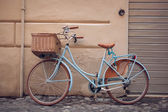 Blue vintage city bicycle with basket. — Stock Photo