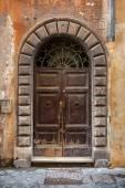 Old big wooden door with knocker. — Stock Photo
