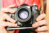 Woman photographer holding old 35mm film camera. — Stock Photo