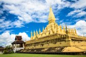 The golden pagoda wat Phra That Luang in Vientiane. — Stock Photo