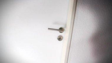 Witte gesloten deur — Stockvideo