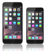 Space Gray iPhone 6 Plus and iPhone 6 — Stock Photo