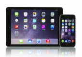Apple Space Gray iPhone 6 and iPad Air 2 Wi-Fi and Cellular — Stock Photo