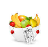 Bowl of healthy fruit with a nutrient label. Vector. — Stock Vector