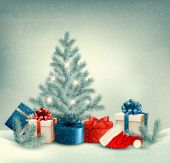 Winter background of christmas tree with presents and santa hat. — Stock vektor