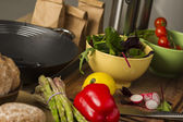 Fresh vegetables laid out on a kitchen counter — Stock Photo