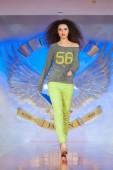 Fashion models on catwalk — Stock Photo