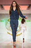 Model on catwalk — Stock Photo