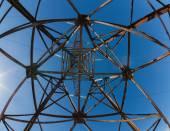 High-voltage  iron rusty  mast. Blue sky. — Stockfoto