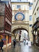 People on steet Rue du Gros-Horloge, Rouen — Stock Photo