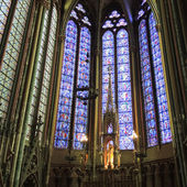 Wall and stained glass window of Amiens Cathedral — Stock Photo