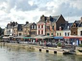Restaurants on Quai Belu in Amiens city — Stock Photo