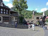 Toeristen in cochem keizerlijke kasteel, Duitsland — Stockfoto