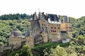 Castle Eltz on green hill above Mosel river — Stock Photo