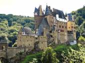 View of Castle Eltz above Mosel river, Germany — Stock Photo