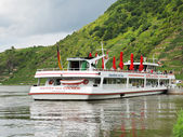 Excursion boat near Beilstein town, Moselle river — Stock Photo