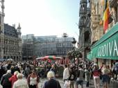 Crowds of people on Grand Place in City of Brussel — Stock Photo
