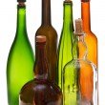 boční pohled na několik prázdných lahví od uzavřené vína — Stock fotografie #53055353