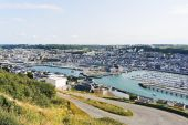 Etretat town on English Channel cshore in Normandy — Stock Photo