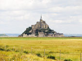 Rural view with mont saint-michel abbey — Stock fotografie