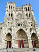 Front view of medieval Amiens Cathedral — Stock Photo