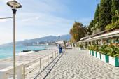 Massandra street along urban beach, Yalta, Crimea — Stok fotoğraf