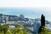 Above view of Yalta city from Darsan hill — Stock Photo