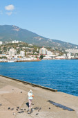 People on waterfront of Yalta city in Crimea — Stock Photo
