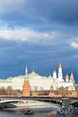 Dark blue clouds over illuminated Moscow Kremlin — Foto de Stock