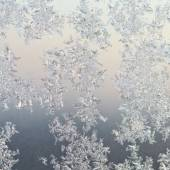 Frost patterns on window glass at winter sunrise — Fotografia Stock