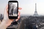 Tourist taking photo of Avenues in Paris in spring — Stock Photo