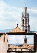 Taking photo of Collegiate Church of Sant Feliu — Stock Photo