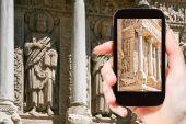 Tourist photographs Church of Saint Trophime Arles — Stock Photo