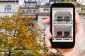 Tourist photographs urban house Berlin in autumn — Stock Photo