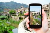 Tourist photographs of bridge in Besalu town — Stok fotoğraf