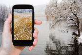 Tourist photographs of Hudson river in snowing — Stock Photo