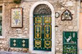Decorazione tradizionale della facciata a Taormina — Foto Stock