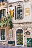Decorated wall of urban house in Taormina, Sicily — Foto Stock