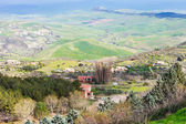 Outskirts of Aidone town in green sicilian hills — Stock Photo