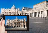 Фотография собора Святого Петра в Ватикане на площади — Стоковое фото