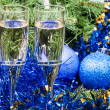 Two glasses with blue Xmas decorations and tree 8 — Stock Photo #78833964