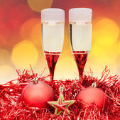 Glasses star red Xmass baubles on blur background — Stock Photo