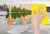 Hand deletes ice block in river by yellow cloth — Stock Photo