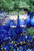 Two glasses with blue Xmas decorations and tree 9 — Stock Photo