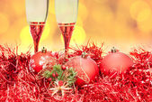 Glasses figure red Xmass bauble on blur background — Stock Photo