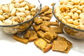 Two dish with roasted nuts and crackers — Stock Photo